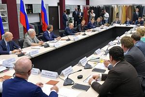 Президент России призвал обеспечить растительным сырьем легкую промышленность